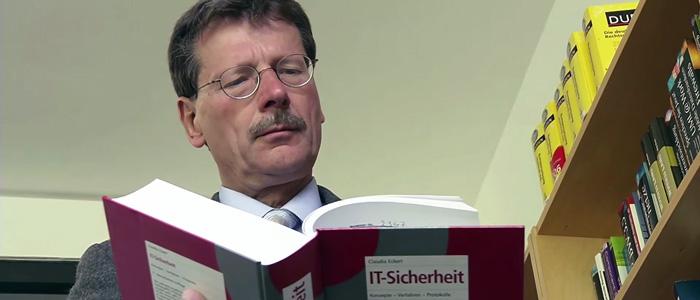 Ralf Steinmetz Internetprofessor an der TU Darmstadt spricht über IT-Sicherheit und Datenklau im Internet